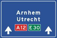 K4 Hoge beslissingswegwijzer langs autosnelweg
